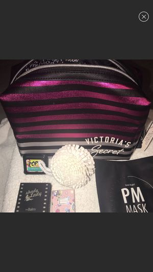 NEW Victoria secret bag + makeup for Sale in Bothell, WA