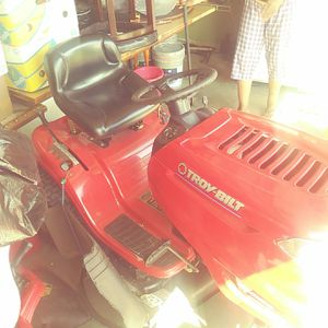 Troy belt Bronco. Seat down lawn mower for Sale in Kissimmee, FL