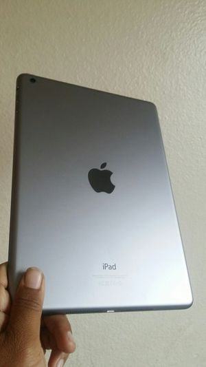 """Apple IPad Air (9.7"""" Retina Display / IOS 12) 16GB with complete new Accessories for Sale in Temple City, CA"""
