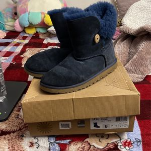 Ugg's Women for Sale in Lakewood, CA