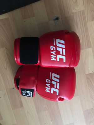 16 OZ UFC GYM Gloves for Sale in Wheeling, IL