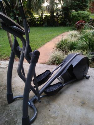 Smooth fitness CE 3.2 elliptical for Sale in Tampa, FL