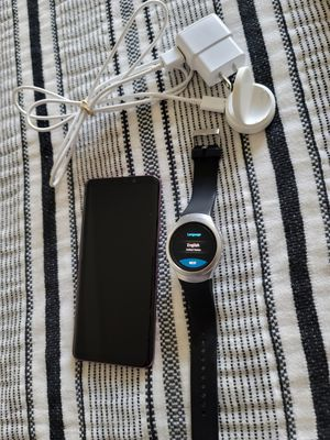 Samsung Galaxy S9+ phone/Samsung Gear S2 watch Bundle for Sale in Kennewick, WA