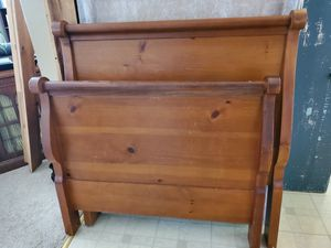 Antique Trundle Twin bed for Sale in Akron, NY