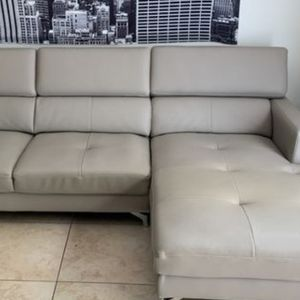 SOFA SECTIONAL MODERNO CITY FURNITURE EN L.. DELIVERY DISPONIBLE for Sale in Hollywood, FL
