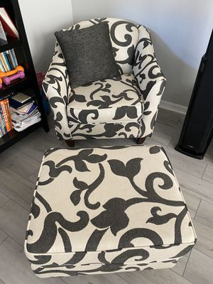 Accent chair for Sale in St. Petersburg, FL
