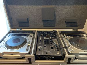 Dj equipment, turn tables,mixer plus two Yamaha speakers asking 600 or best offer for Sale in Chicago, IL