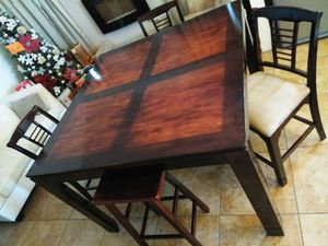 High Big Dining table, 3 chairs and 1 Stool. Strong and Sturdy. Good conditions. (can fit 8 chairs) for Sale in El Paso, TX