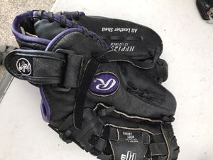 Softball glove for Sale in Avon Lake, OH