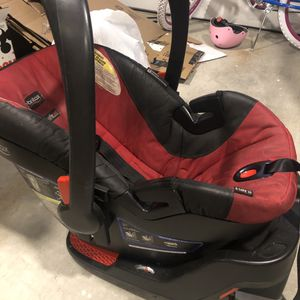 Britax Rear Facing Infant Car Seat With One Extra Base for Sale in Colma, CA