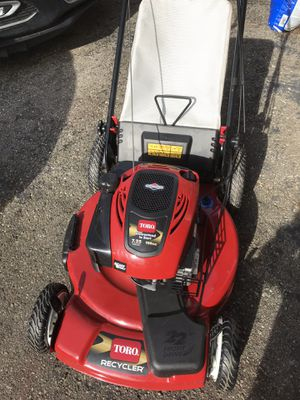 Toro self propelled lawn mower. New condition 7.25 hp for Sale in White Lake charter Township, MI