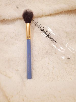 NEW Luxie Pro Precision Tapered Highlighting Brush for Sale in Cleveland, OH