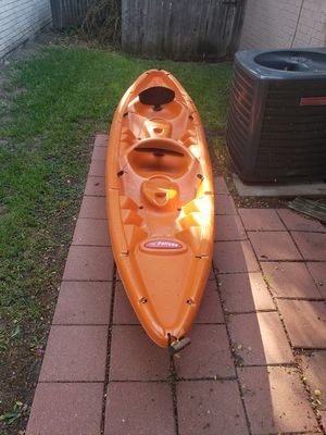 Pelican tandem kayak with 2 paddles for Sale in Flower Mound, TX