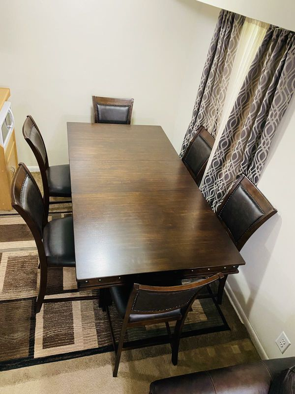 Dining Table w/6Chairs *Cash Only