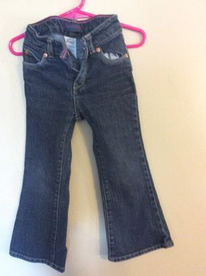 GUESS AND LEVIS TODDLERS GIRLS JEANS for Sale in Baltimore, MD