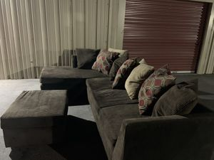 Sectional couch with ottoman ( I can deliver) for Sale in Avondale, AZ