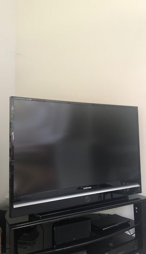 60 inch Samsung TV (not smart tv older model) for Sale in Issaquah, WA