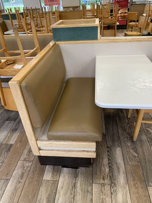 Dining booth -fours tables attached around a planter in center for Sale in Airmont, NY