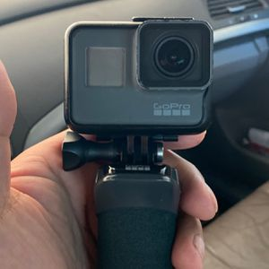 Go Pro Black Hero 5 With Accessories for Sale in Gilbert, AZ