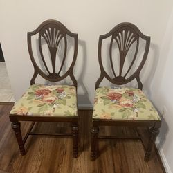 Antique Real Wood Dinning Chair for Sale in Alexandria,  VA