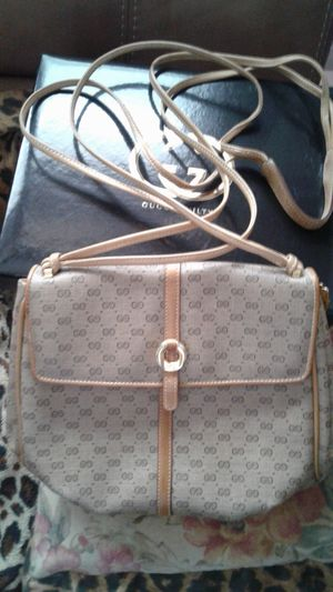 #VINTAGE #AUTHENTIC #LEATHER GUCCI CROSSBODY BAG for Sale in Milltown, NJ