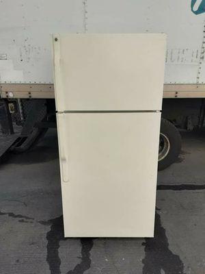 GE apartament size refrigerator for Sale in Cerritos, CA