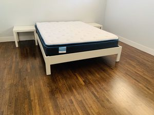 West Elm, white queen bed-frame, 1 year old, like new, $289 Coral Gables pick up only for Sale in Coral Gables, FL