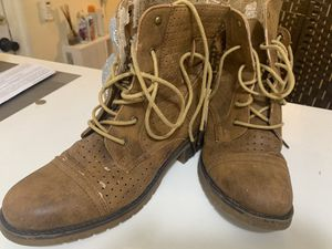 Camel Lace bootstrap/camping boots botas camperas mujer for Sale in Miami Beach, FL