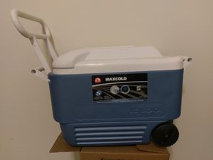 Igloo maxcold wheeled cooler for Sale in Brooklyn, NY