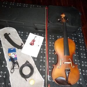 Electric Violin 4/4, Has bow, accessories, Black hard case. This Is The Lowest Price. for Sale in Hialeah, FL