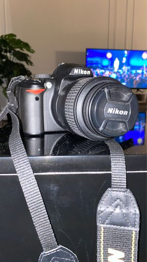 Nikon D3000 with 18-55mm lense for Sale in Brooklyn, NY