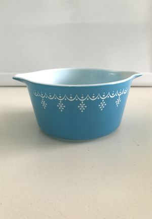 Pyrex Snowflake Garland Casserole for Sale in Tuckerton, NJ