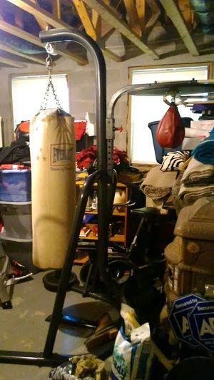 Heavy bag and stand with speed bag for Sale in LAUREL PARK, WV