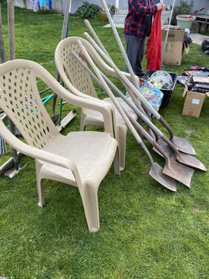 2 chairs for Sale in Bakersfield, CA