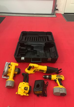 DEWALT COMPLETE SET WITH BAG for Sale in Charlotte, NC