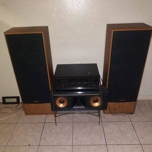 Nakamichi AV-400 receiver/with ONKYO speakers for Sale in Austin, TX