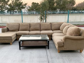 FREE DELIVERY 3 Piece Sectional Couch With Coffee Table for Sale in Corona,  CA