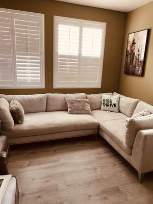 Sectional Rarely used and also comes with ottoman. for Sale in Brentwood, CA