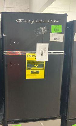 Frigidaire Mini Fridge 3.2 Cu. Efr840-blackc UV for Sale in Fort Worth,  TX