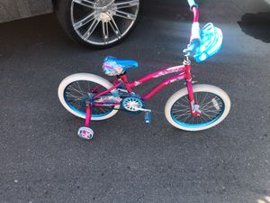 Girls bike with training wheels for Sale in Detroit, MI