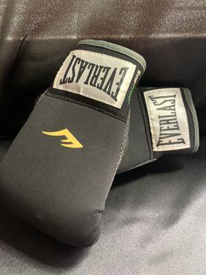 Everlast ever fresh neoprene heavy bag boxing gloves for Sale in Toledo, OH
