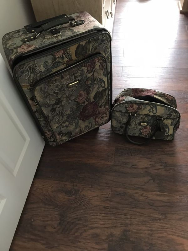 Suitcase + Carry on bag
