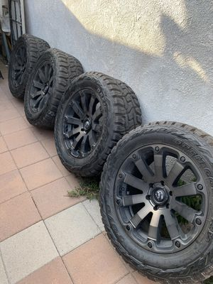 Toyo tires open country R/T 33 inch for Sale in City of Industry, CA