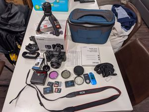Canon EOS M50 Mirrorless Digital Camera (Black) With 15–45mm f/3.5–6.3 IS STM Lens + Advanced Accessory Bundle for Sale in Campbell, CA