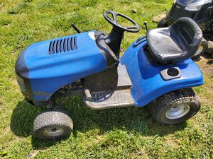 Craftsman LT2000 Lawn Tractor for Sale in Pittsgrove Township, NJ
