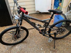 Bike en buenas condiciones trae dos discos en cada llanta for Sale in Arlington, TX