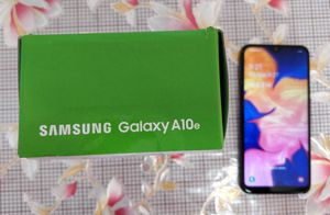New Samsung Galaxy A10 32gb black cricket wireless come with charger box work well buenas condiciones 👍 for Sale in Phoenix, AZ