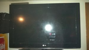 32'' LG 720p TV - Great Condition - for Sale in Davenport, IA
