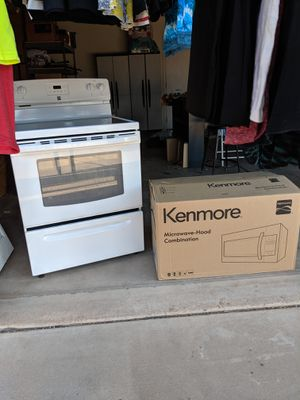 1 year old Kenmore Range Stove Microwave for Sale in Glendale, AZ