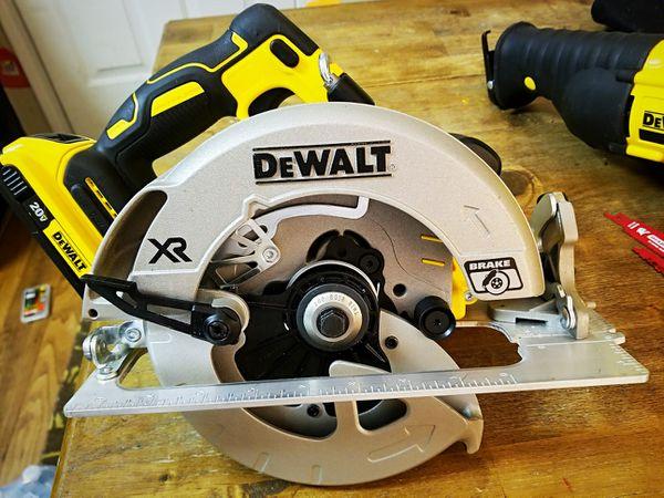 """NEW DEWALT XR 20V 7 1/4"""" CIRCULAR SAW"""